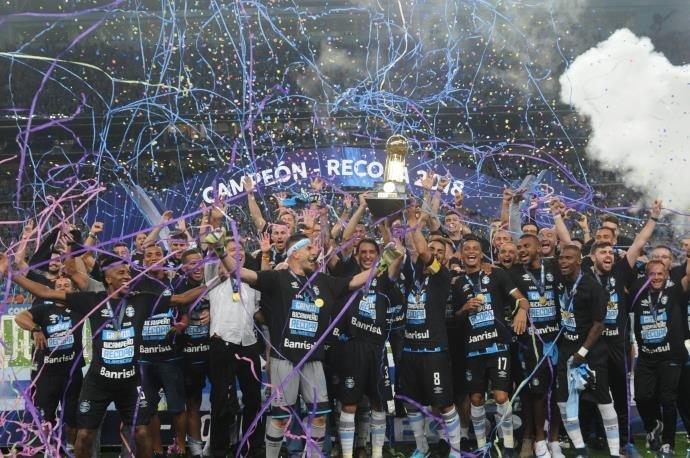 dc98005601 Grêmio vence o Independiente e conquista a Recopa Sul-Americana ...